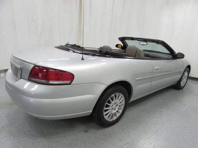 Pre-Owned 2005 Chrysler Sebring Touring